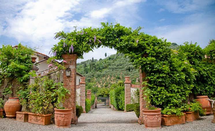 views_from_villa_michaela_chapel_daun_the_drive_to_the_gate