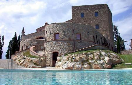 castle_Tuscany_vine_lover_unique_amazing_View_italy Locations