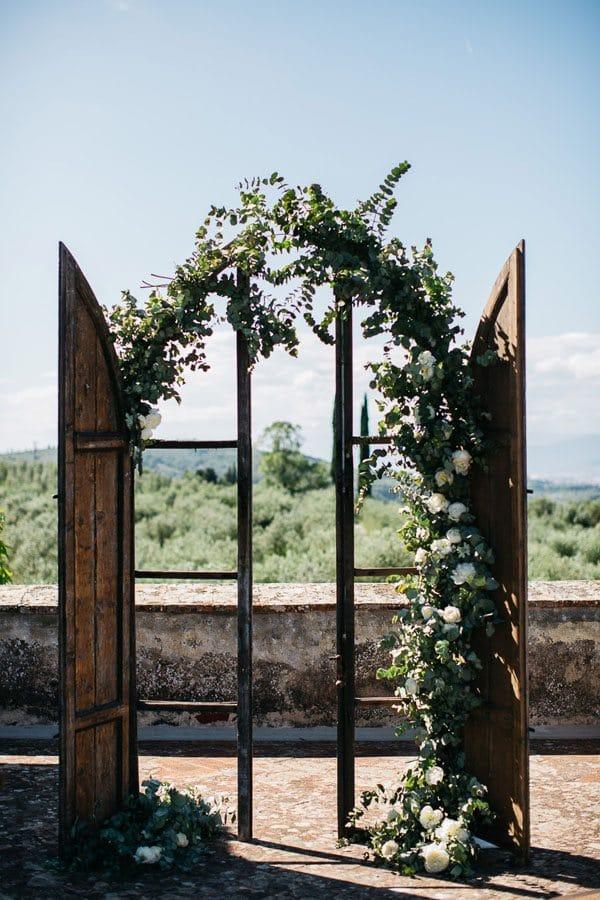 11_wedding_door_with_flowers