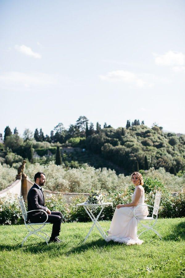 45_bride_and_groom_in_the_garden