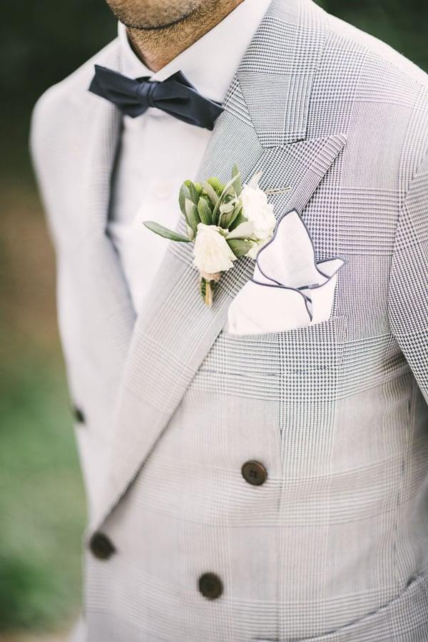 16_groom_buttonhole_details