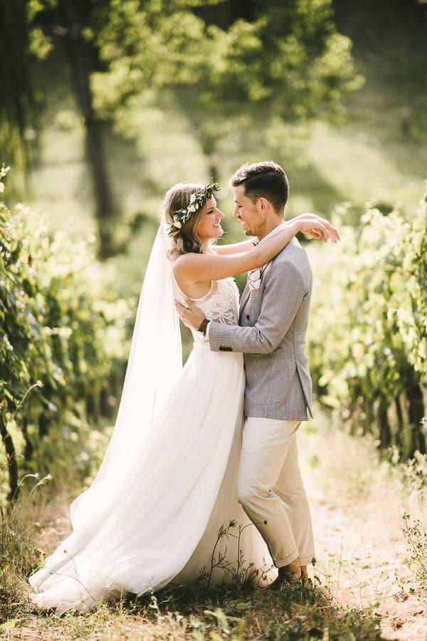 18_bride_and_groom_in_the_vineyard