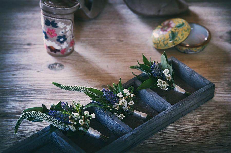 6_wedding_boutonniere