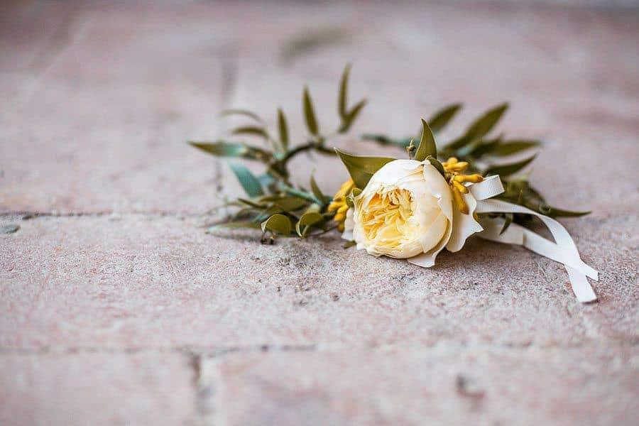 6_wedding_bouttoniere