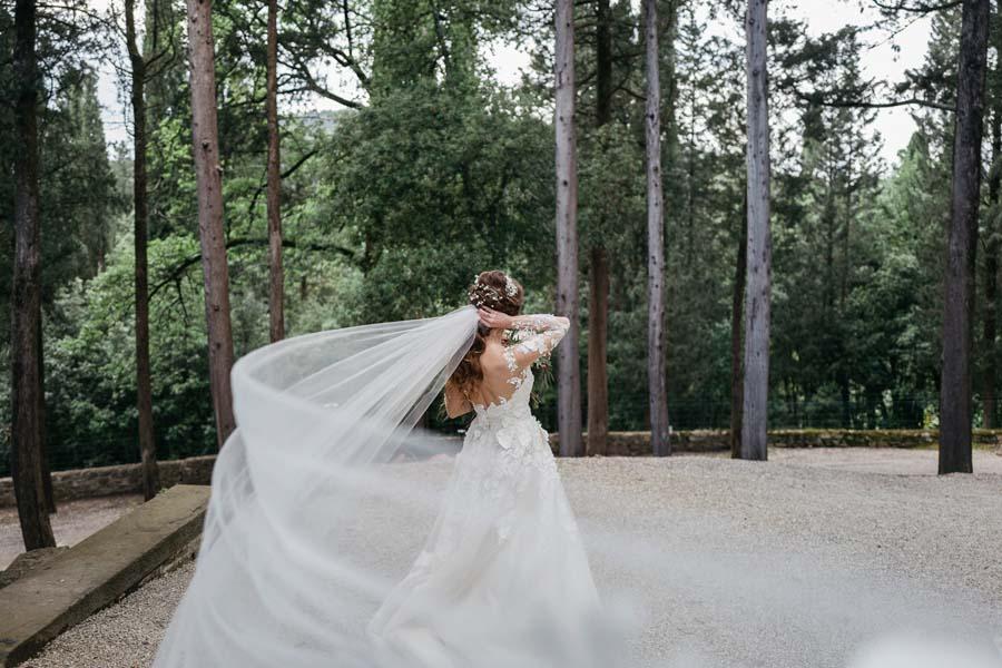 26_Bride_flowing_veil
