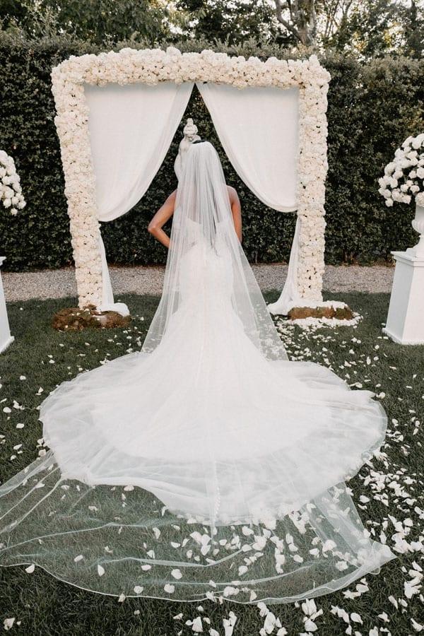 17_wedding_dress_back