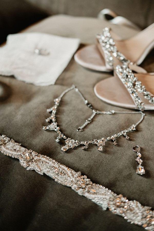4_bride_accessories