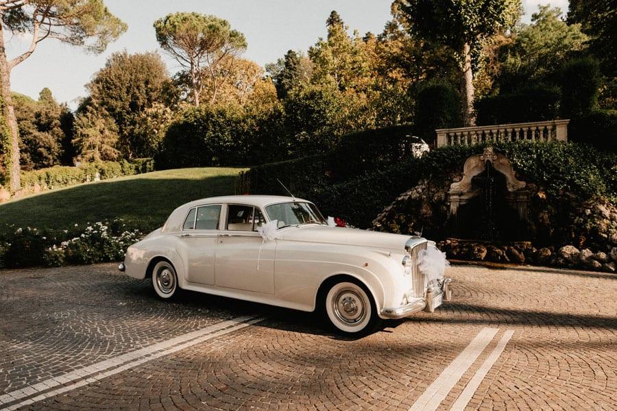 6_wedding_car