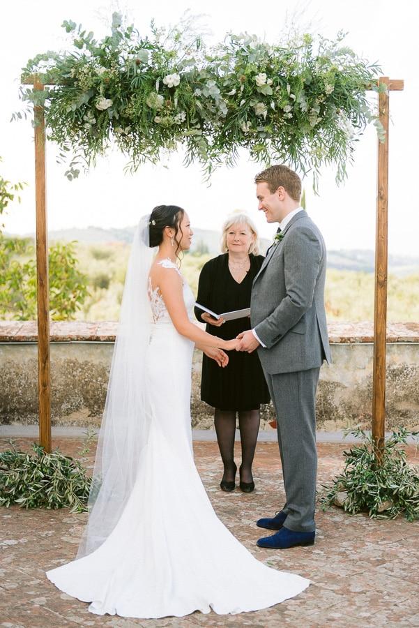 14_newlyweds_romantic_ceremony_moment