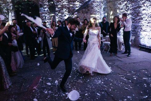 wedding superstitions groom plate smashing